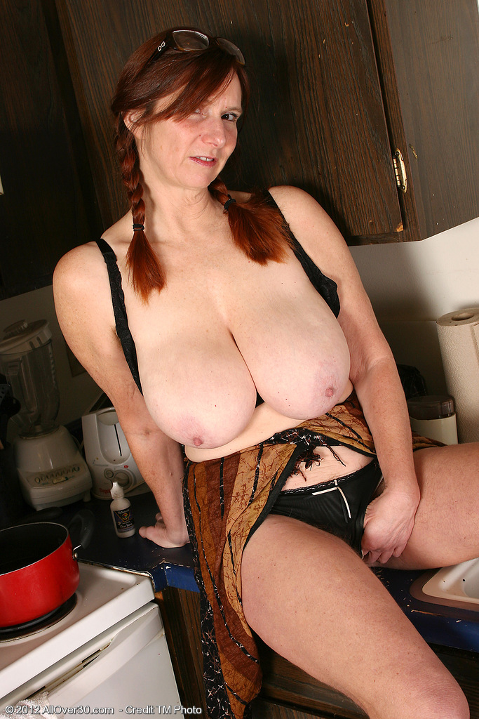 ... from Earth in High Quality Outside Mature and MILF Pictures and Movies