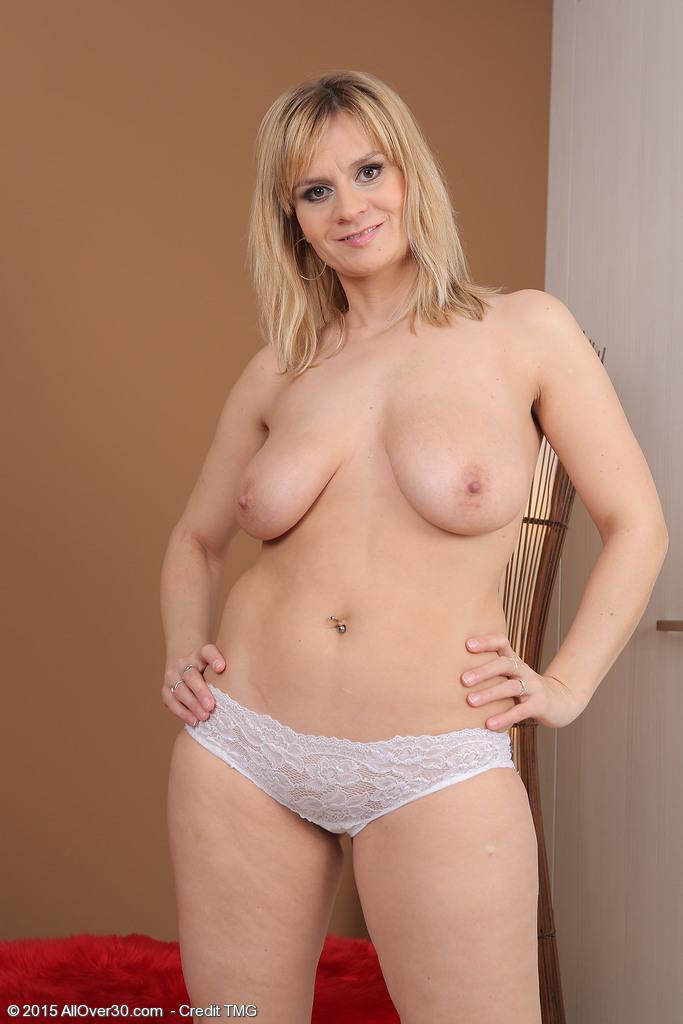 18 year old anita bellini loves erotic sex 5