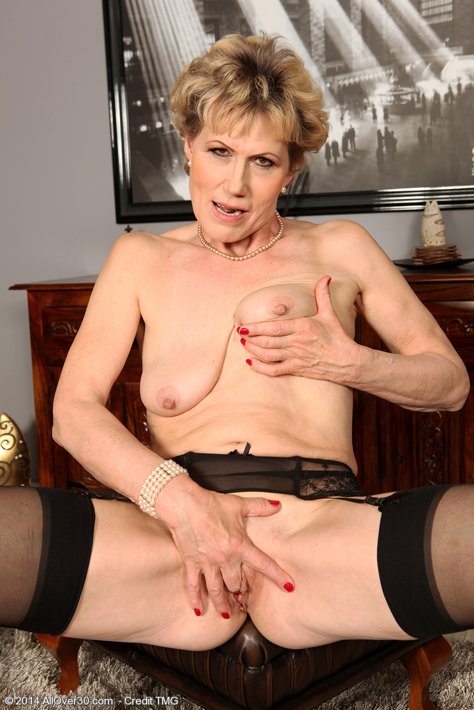 C mature nude georgina
