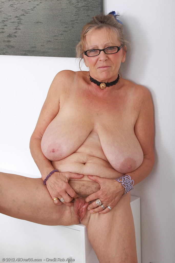 64 old senior fucks young assistant in the medical cabinet 7