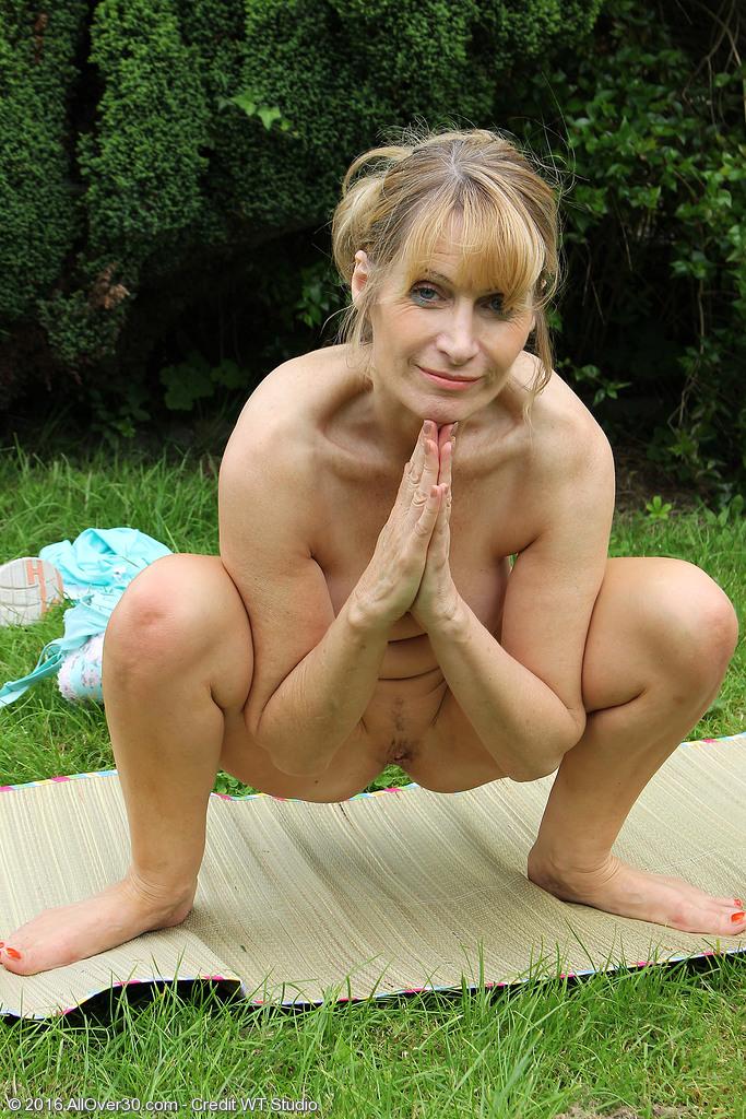 Erotic sadistic free art