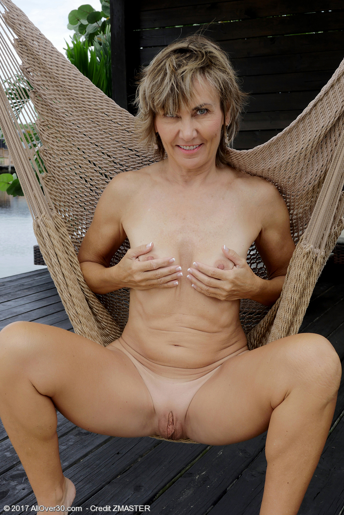 55 years old milf fucking a stranger on hidden cam - 3 8