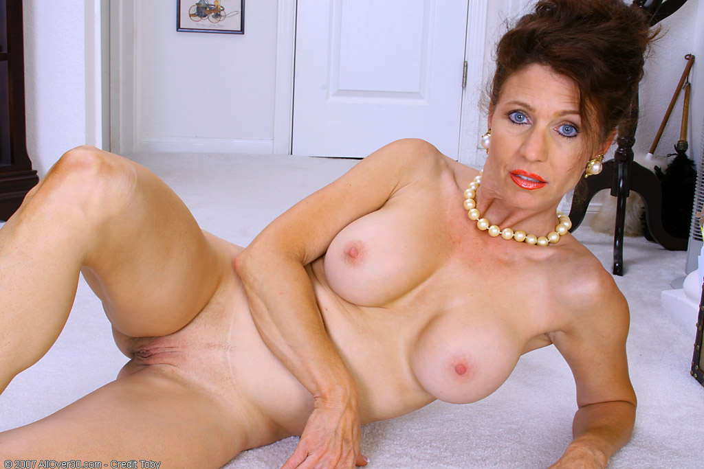 ... from New York in High Quality Mature and MILF Pictures and Movies