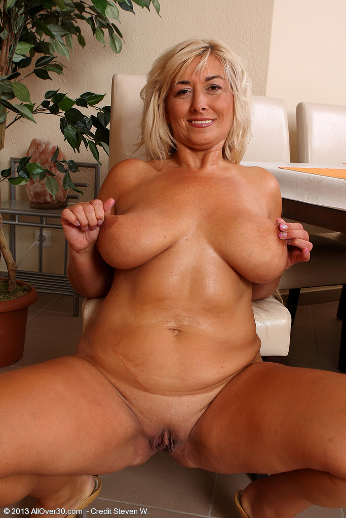 Can Older women naked outside