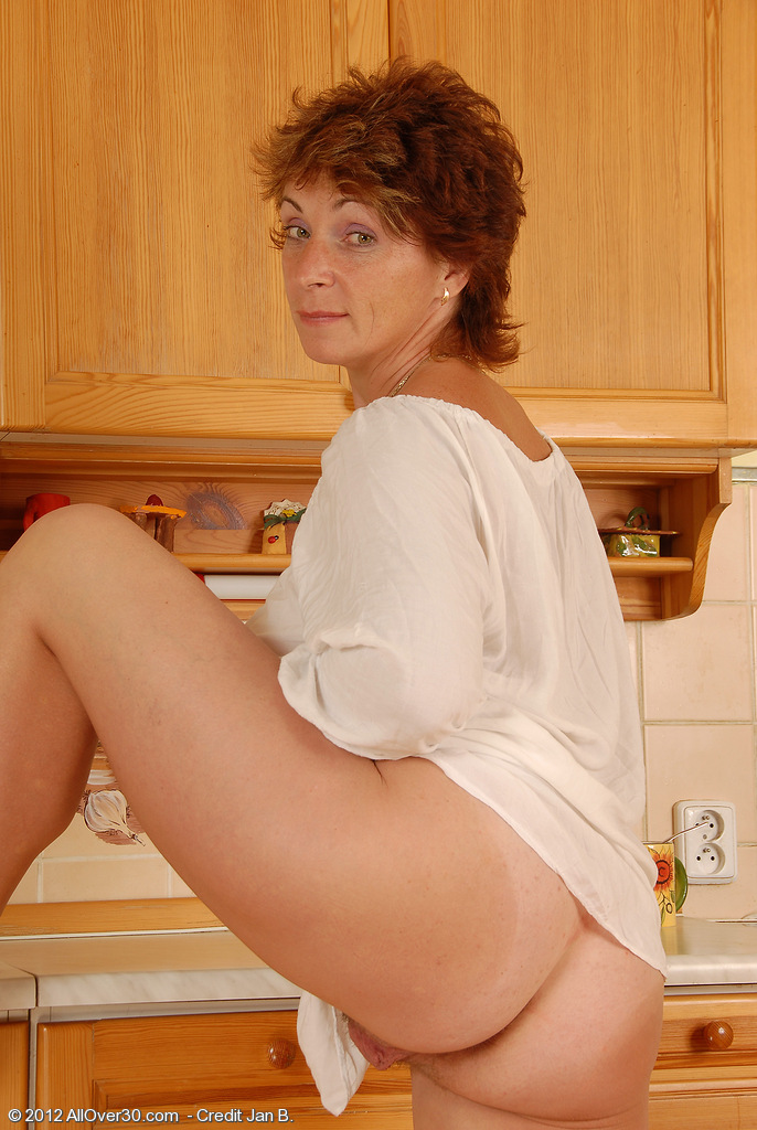 Czech Republic Mature Porn - Featuring 42 Year Old Misti from Czech Republic in High Quality Outside  Mature and MILF Pictures and Movies