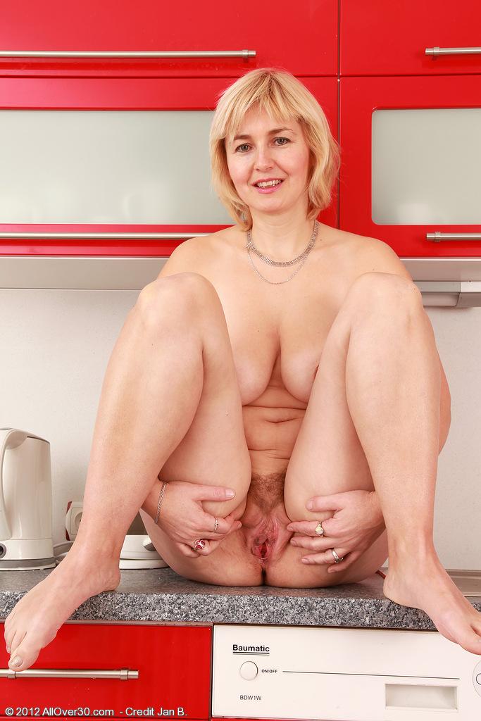 Really gorgeous mature nella nude Roxanna J'aime