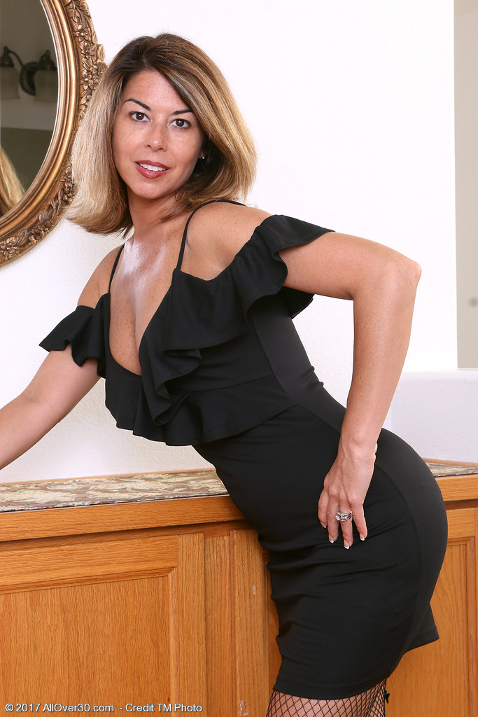 American milf niki will whet your appetite for her pantyhosed pussy 9