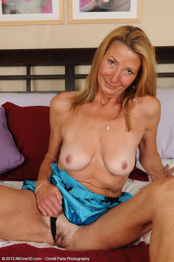56 yo milf tasting some fresh cock 7