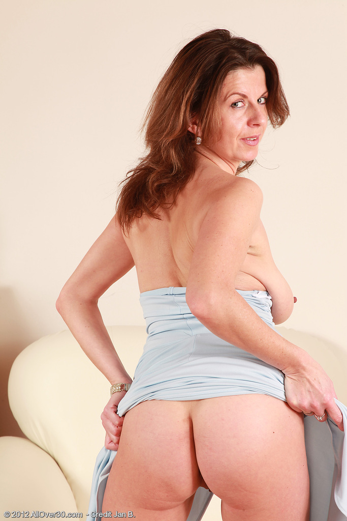 ... MATURE MODELS - 1,519,979 MATURE PICTURES - 4800 FULL LENGTH MOVIES