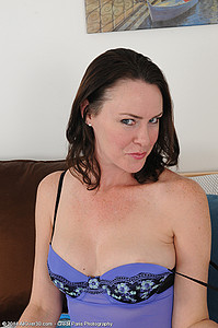 sql year old MILF Veronica Snow