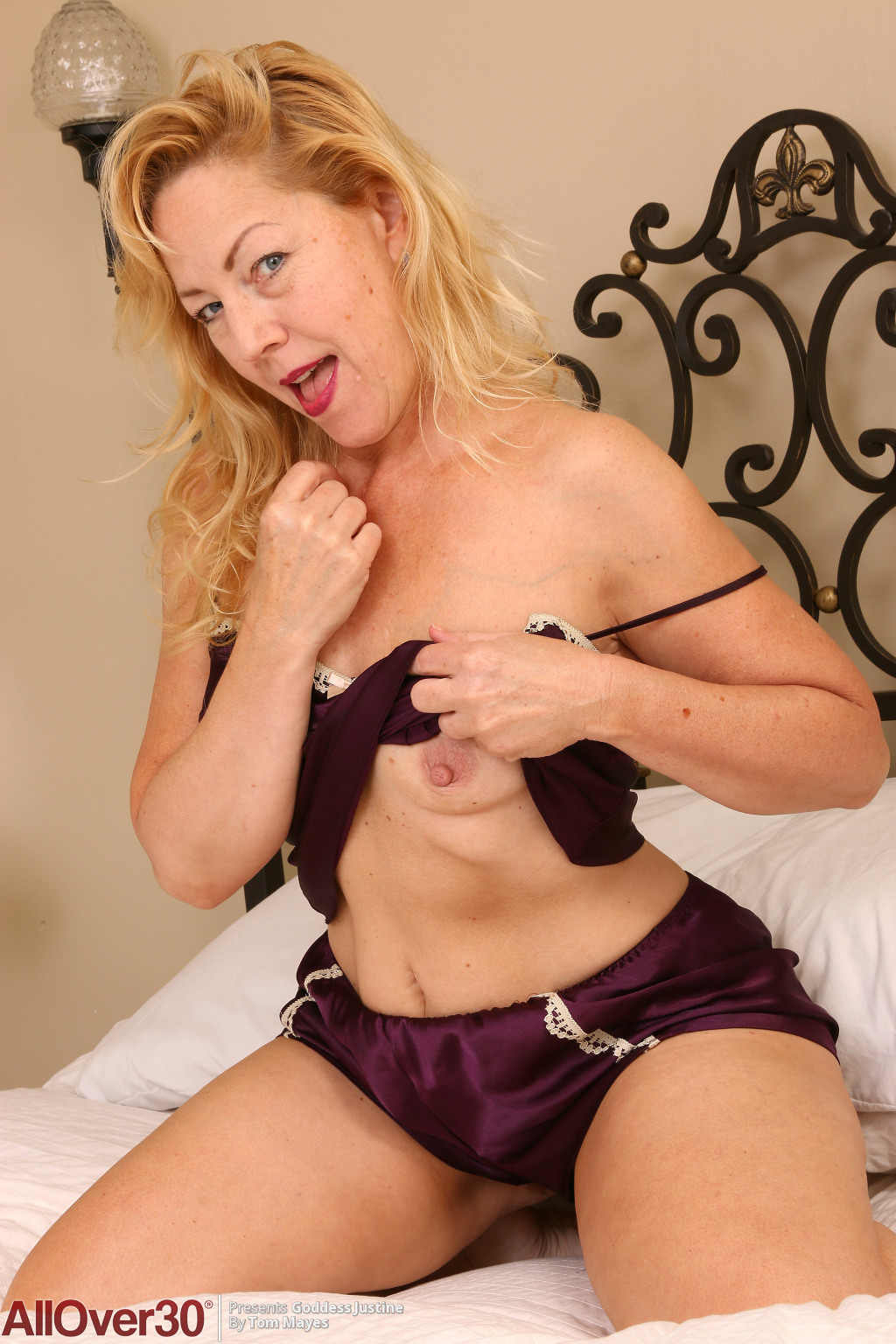 53 year old granny fucks her old pussy with a dildo - 2 3
