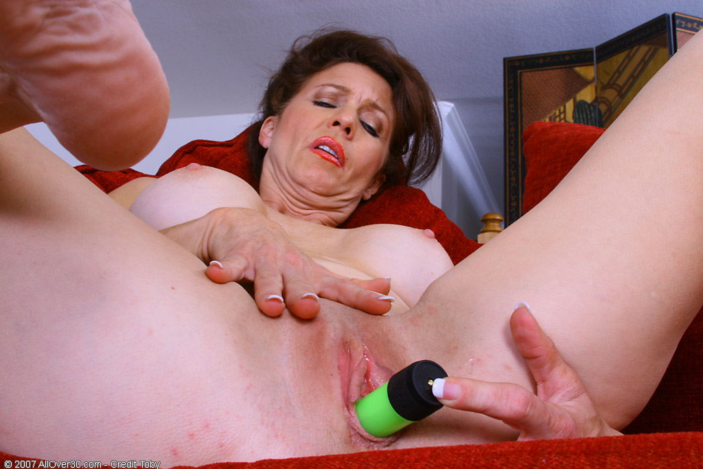 Allover30Freecom Lacey With Toys - 46 Year Old Madison -4680